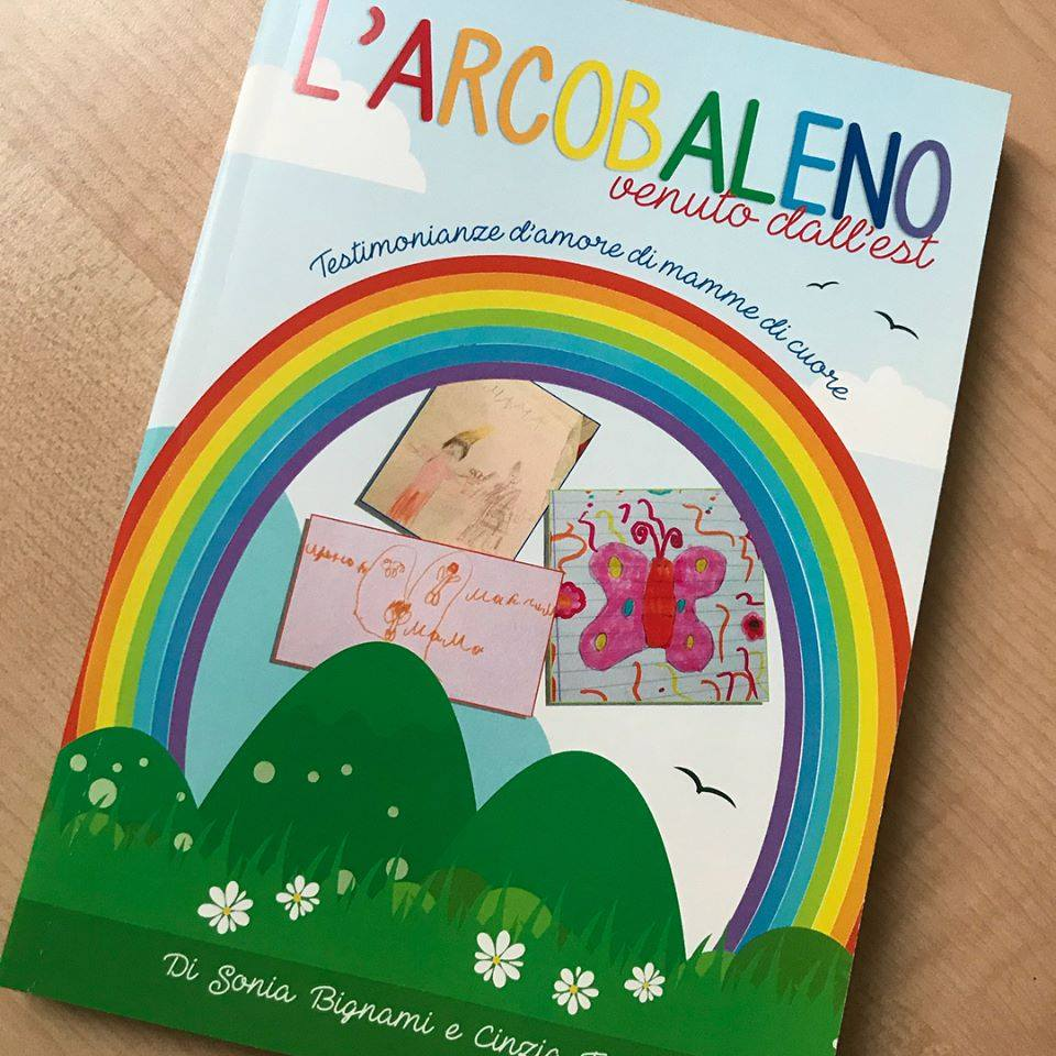 """Cinzia racconta il suo """"arcobaleno venuto dall'Est"""", un libro a 4 mani e 22 cuori"""