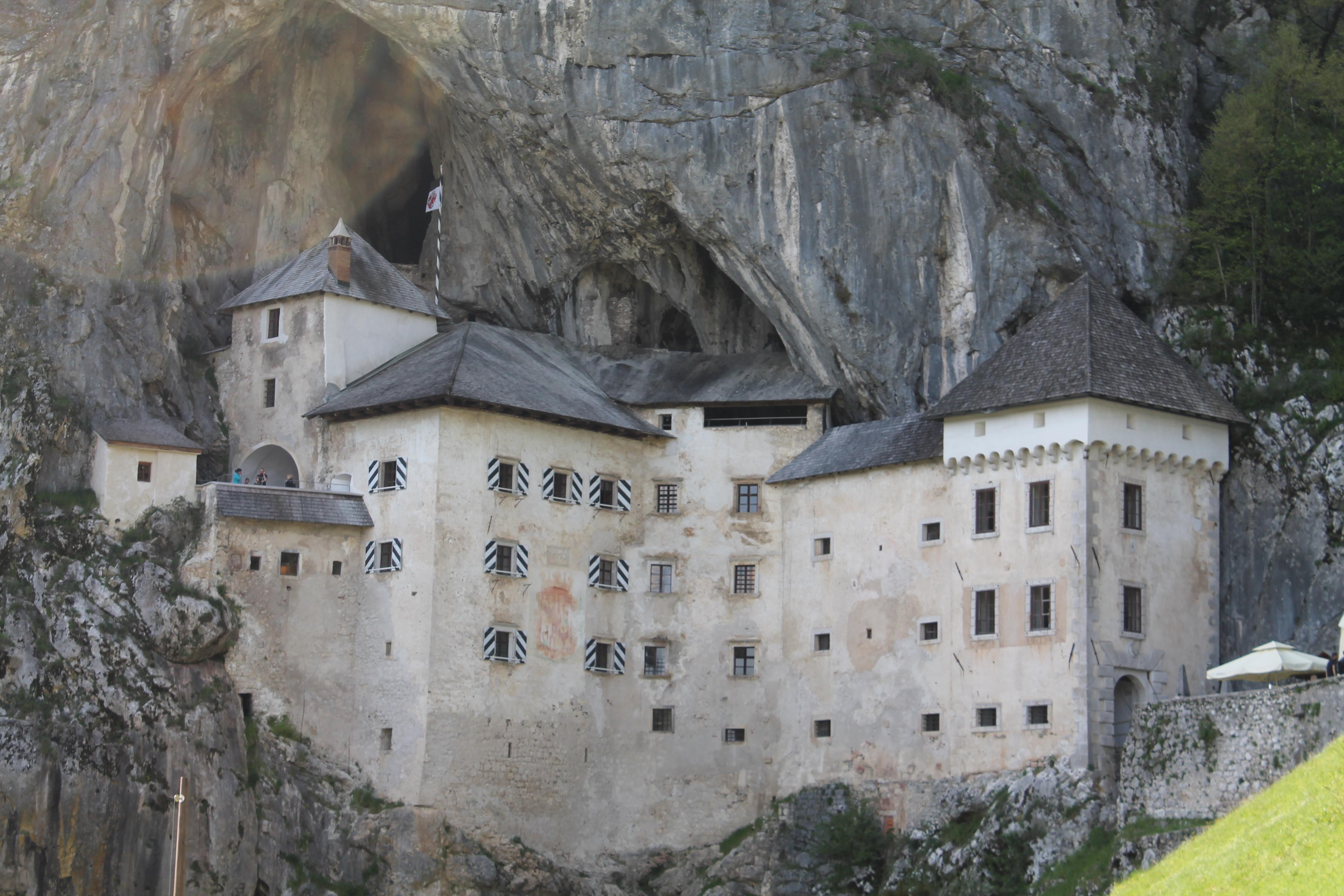 Postumia: la grotta del drago e il castello nella roccia