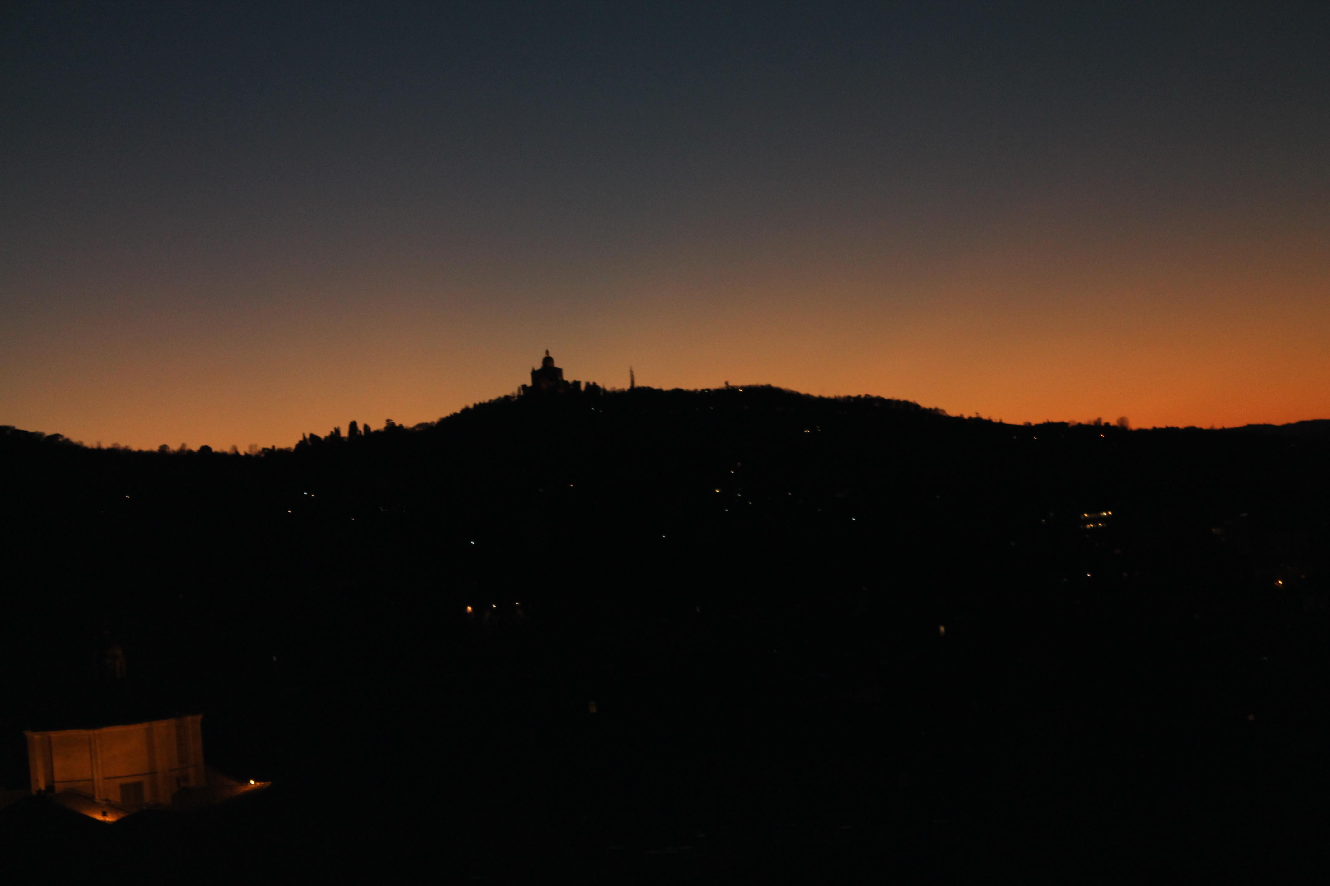 Bologna: sulla terrazza di San Petronio al calar della sera