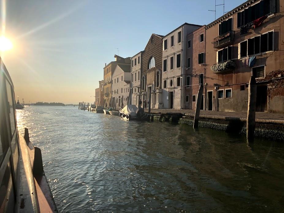 In vVaporetto sul Canal Grande