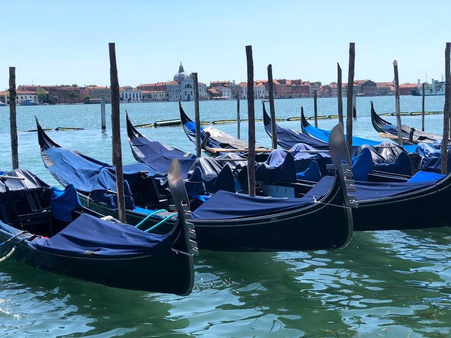 Gondole ormeggiate in Piazza San Marco