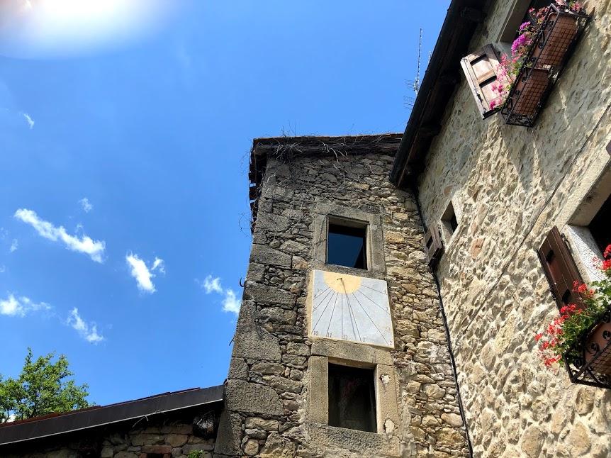 La meridiana di casa Bruni a Borgo La scola