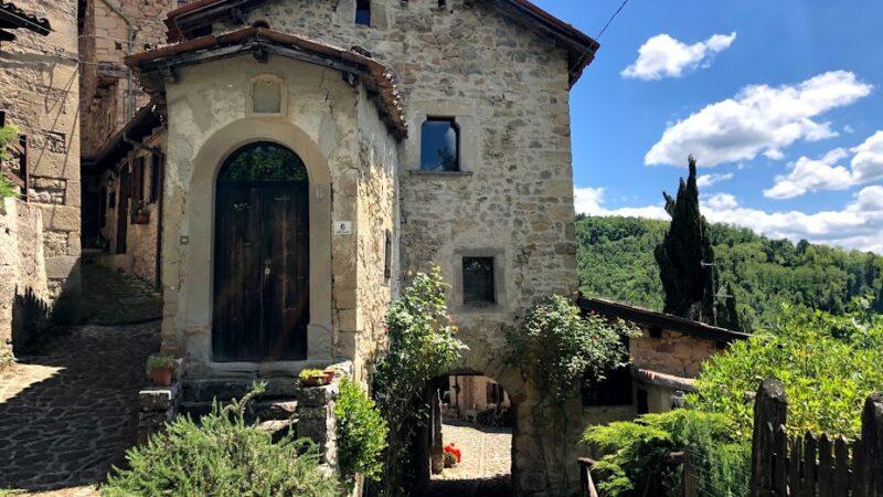 Borgo La Scola, un tuffo nel medioevo