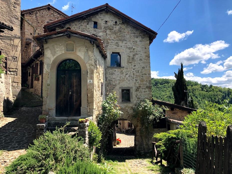 Uno scorcio del Borgo La Scola
