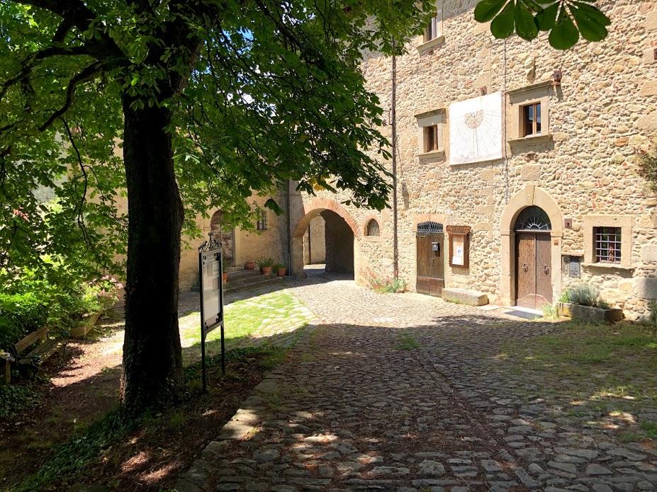 La meridiana di Casa Parisi a Borgo La Scola