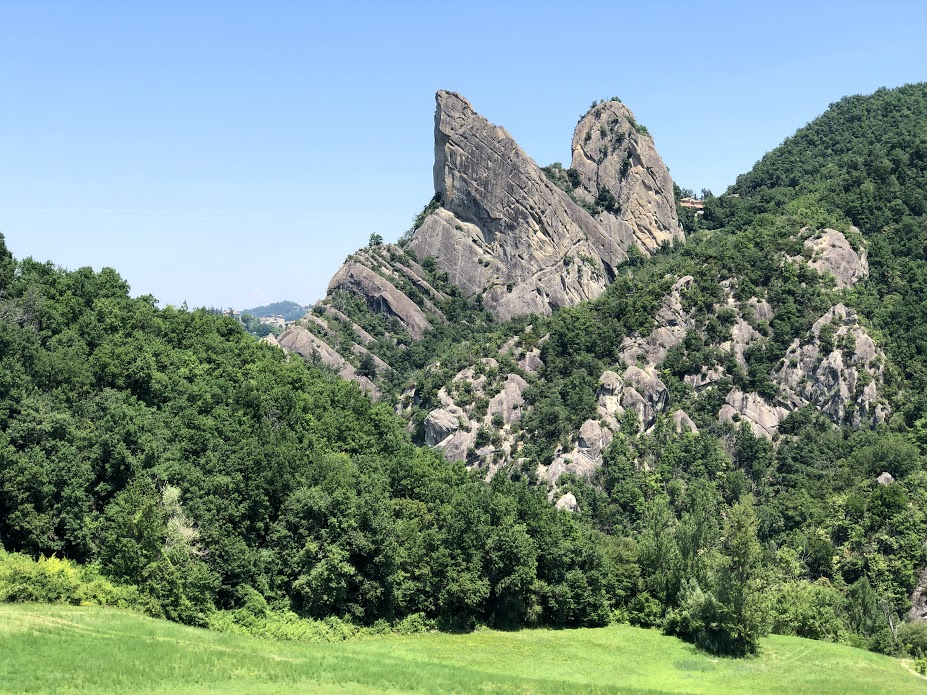 I Sassi di Roccamalatina nel parco omonimo