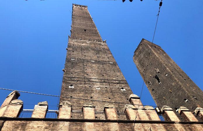Bologna, scalata alla Torre degli Asinelli