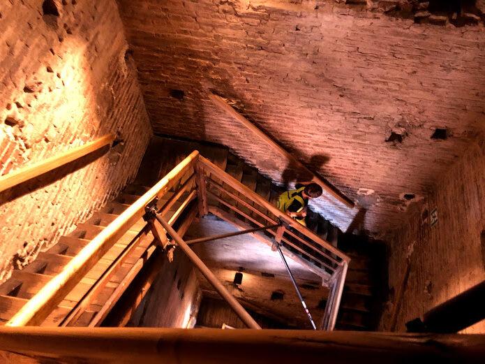 I 498 gradini della scala della torre degli Asinelli
